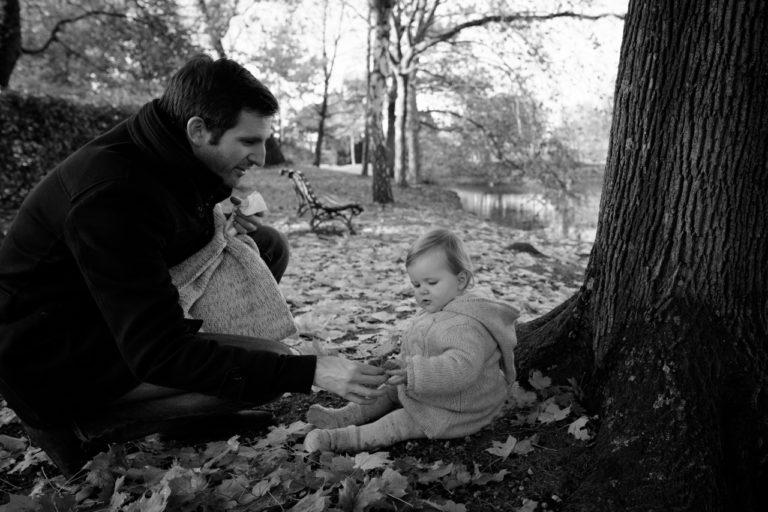 Séance photo famille bébé extérieur lifestyle Yvelines 78 parc Vésinet automne