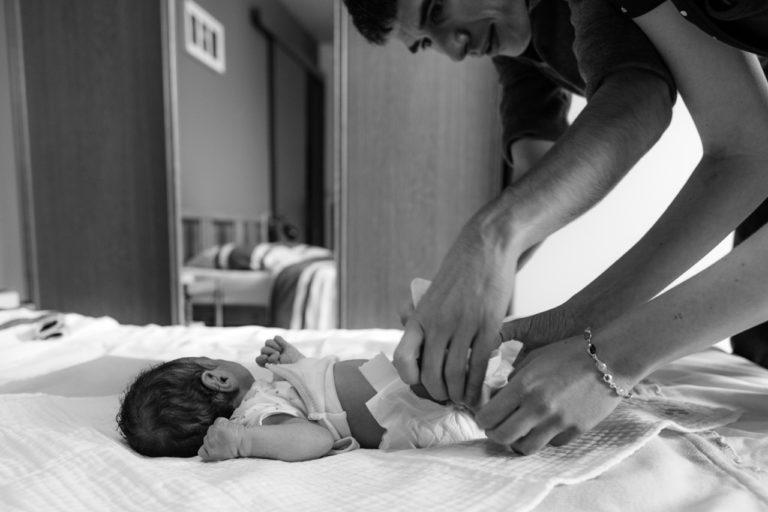 Photographe bébé famille lifestyle nouveau-né Rambouillet maison 78 Yvelines Sandrine Siryani