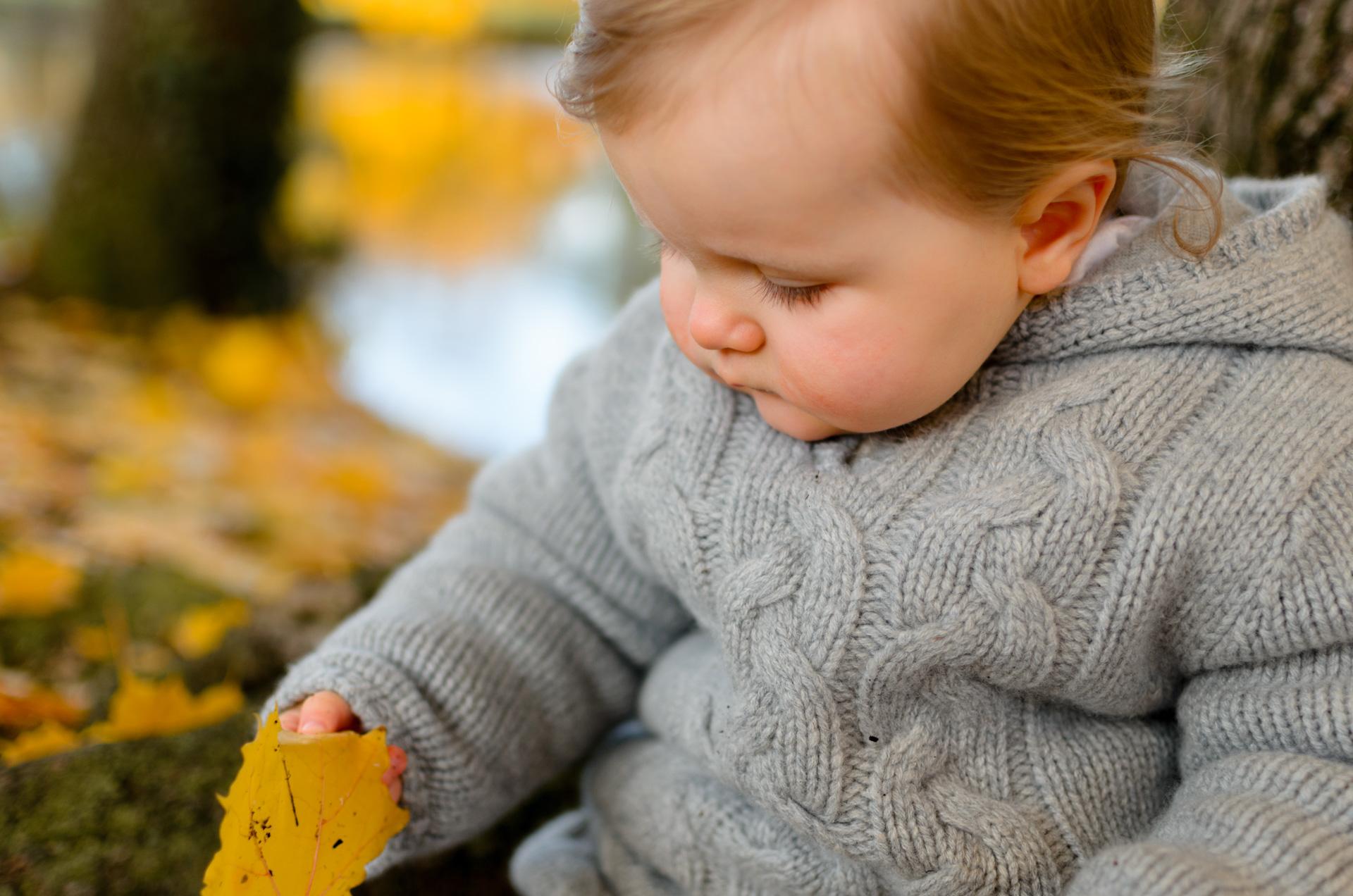 Photographe lifestyle séance Yvelines automne Vésinet Chatou bébé famille sandrine siryani
