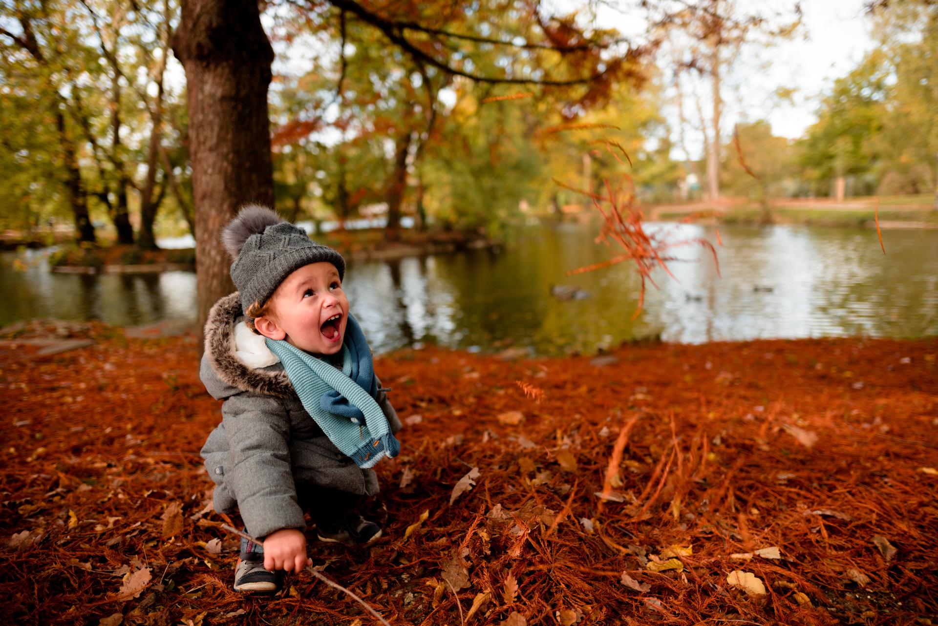 Photographe séance Yvelines automne Vésinet Chatou bébé famille joyeux lifestyle