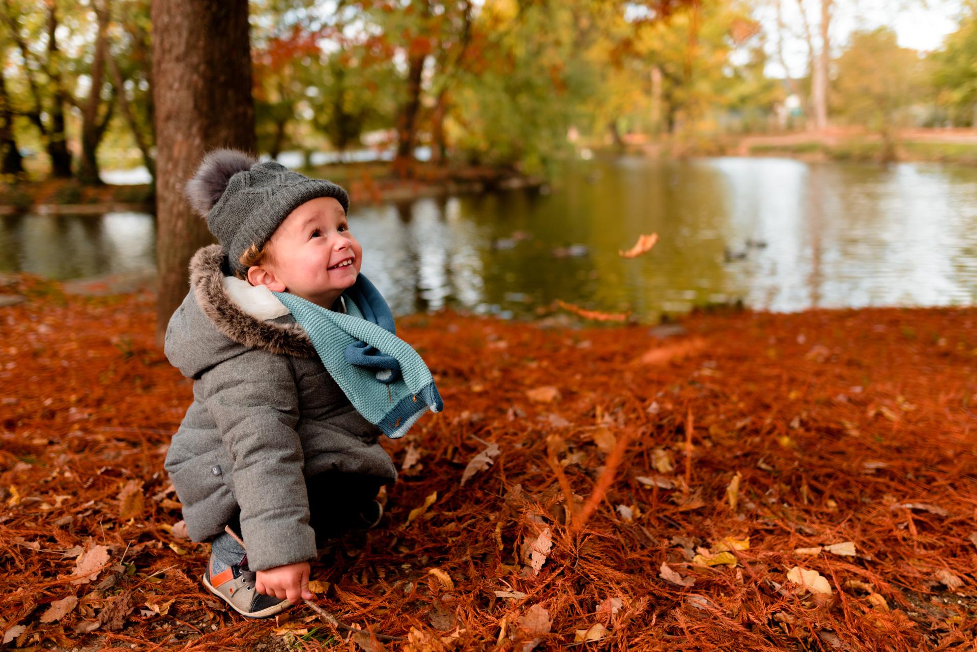 Photographe lifestyle séance Yvelines automne Vésinet Chatou bébé famille