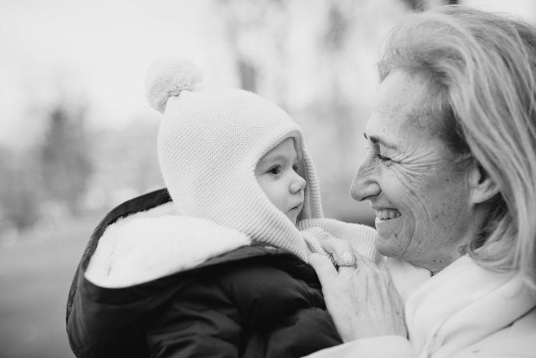 Photographe Famille Yvelines Séance extérieure enfant Lifestyle Puteaux 92 Hauts-de-Seine Paris Grand-parent
