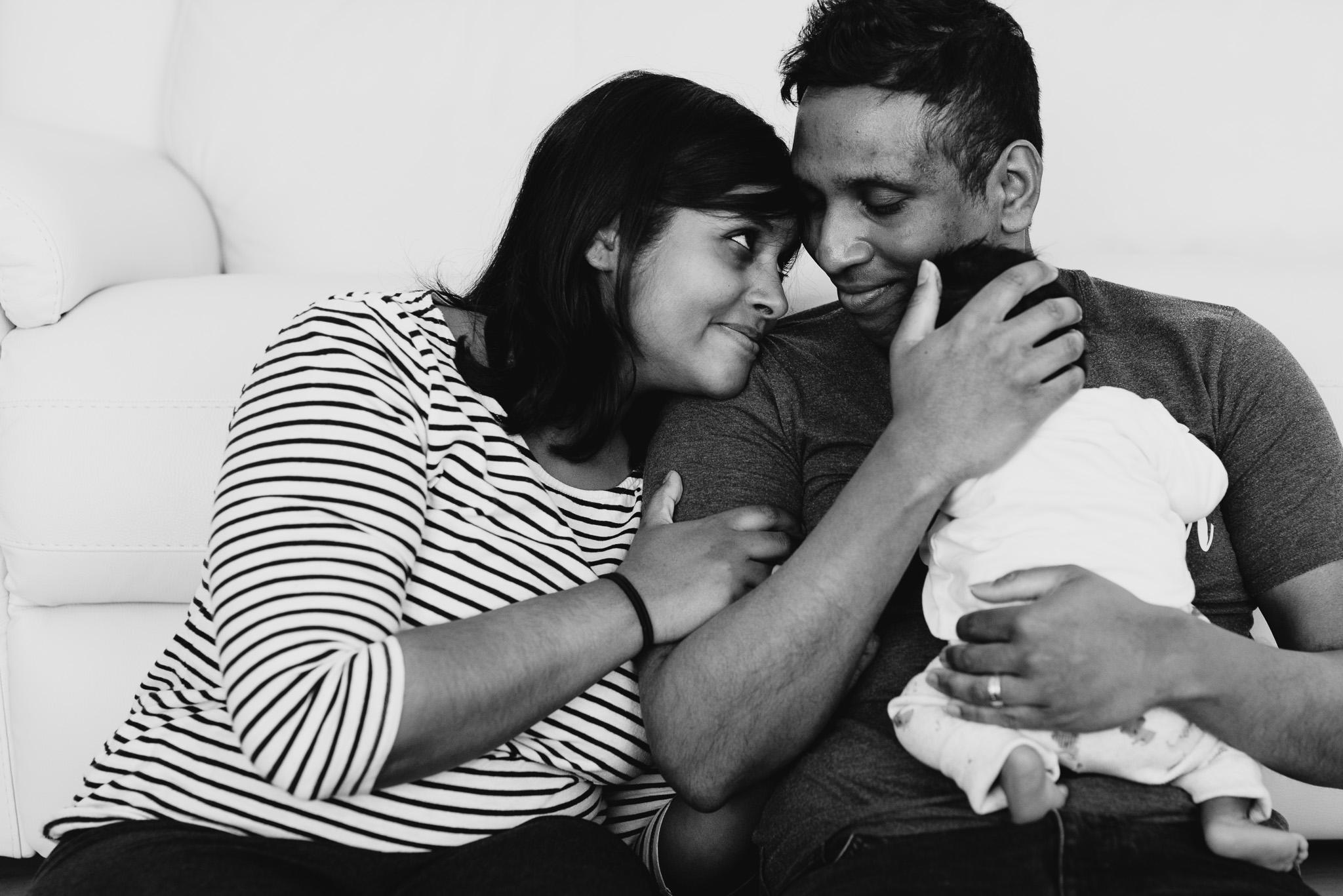 Photographe bébé nouveau-né domicile paris Yvelines hauts de seine séance lifestyle domicile Sandrine Siryani