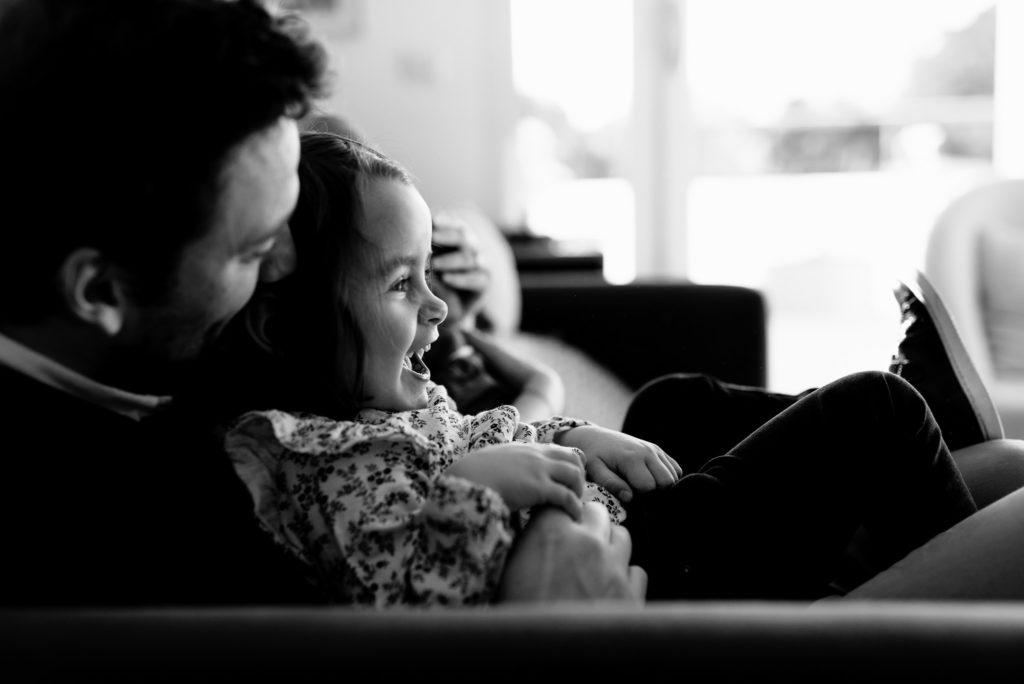 Reportage photo séance famille enfant parent bébé profiter Chatou Yvelines Sandrine Siryani